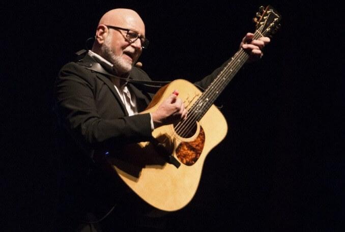 Image de patrick norman avec une guitare